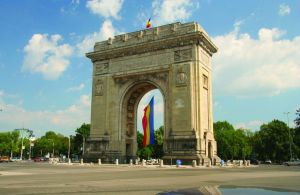 1330_21944734_Triumphal Arch with national flag, Romania, Bucharest_kirych